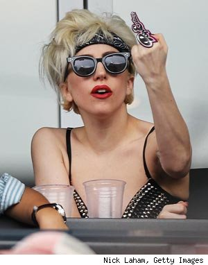 Lady Gaga middle finger Mets game