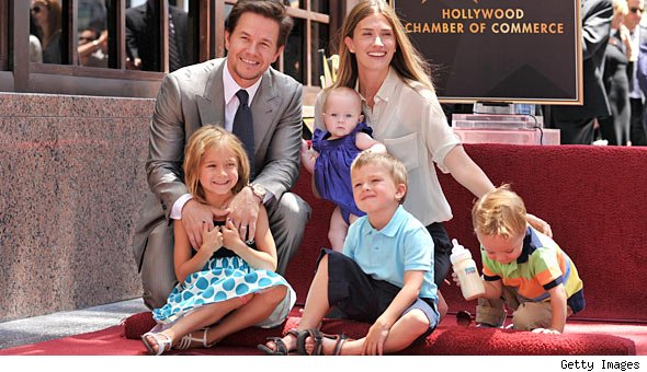 Mark Wahlberg Brings Family to Hollywood Star Unveiling