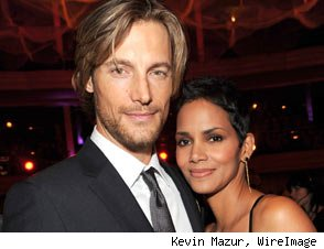 Halle Berry Heads to South Africa With Ex, Gabriel Aubry