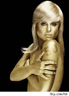 Kelly Osbourne in Goldfinger Paint
