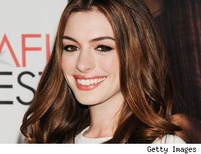Anne Hathaway Talks 'Racy' Scenes With Jake Gyllenhaal