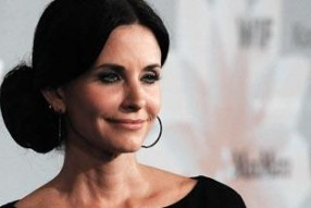 courteney cox 286x191 Courtney Cox Sex Scene   Video Vidivodo