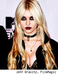 Taylor Momsen Blames Parents for Robbing Childhood