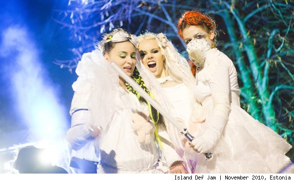 Kerli on the Set of Army of Love
