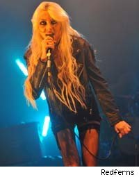 Taylor Momsen Offends Scottish Crowd With Geography Mishap