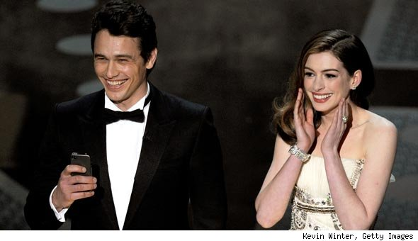 James Franco and Anne Hathaway Charm Audiences With Oscar Monologue
