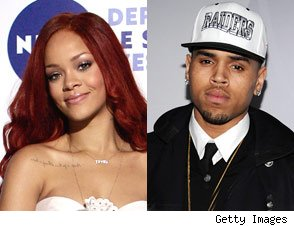 Rihanna follows Chris Brown on Twitter