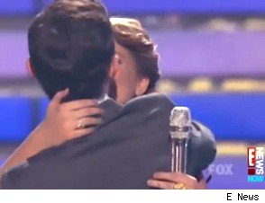 Scotty McCreery Lauren Alaina kiss