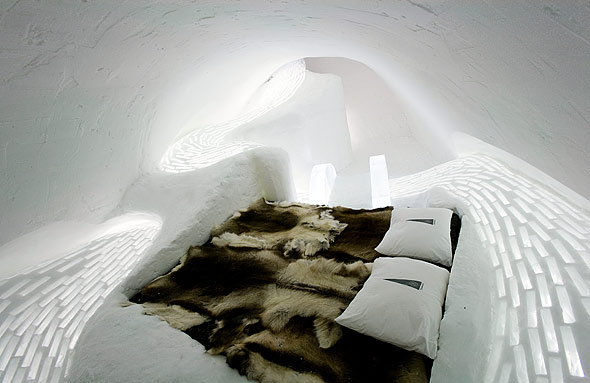 Ice Hotel Stay Warm in Cold Bedroom ice hotel