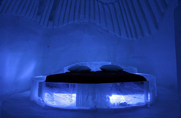 Ice Hotel Stay Warm in Cold Bedroom snowvillage
