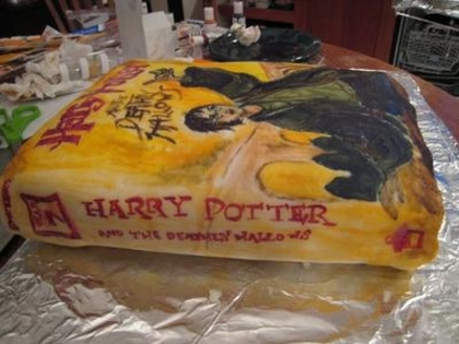 Harry Potter Birthday Cake on For All The Harry Potter Fans  A Cake   Slashfood