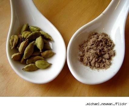 Cardamom pods and crushed cardamom
