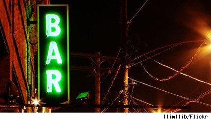 A simple neon bar sign
