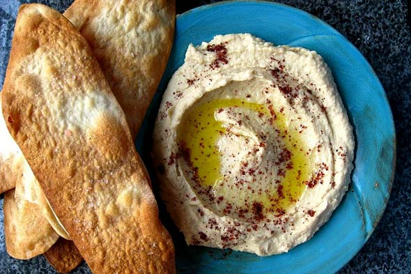 garlic hummus and olive oil crackers