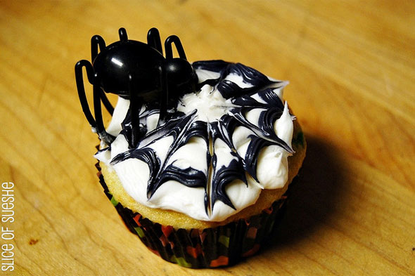 Halloween cupcake, spider and spiderweb