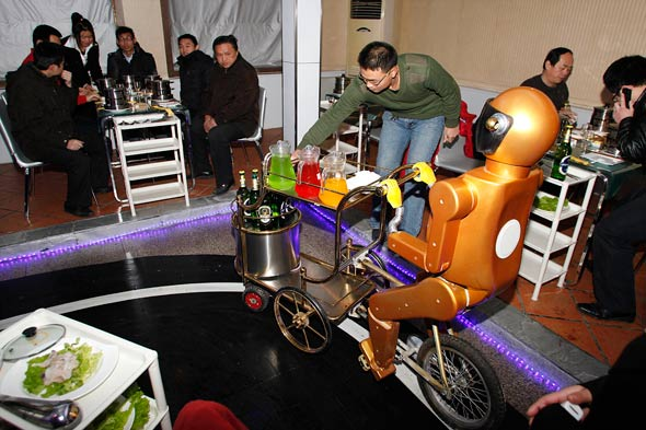China's robot waiter restuarant