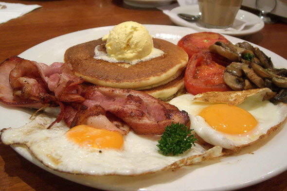 http://www.blogcdn.com/www.slashfood.com/media/2011/01/big-breakfast-big-daily-meals-590.jpg