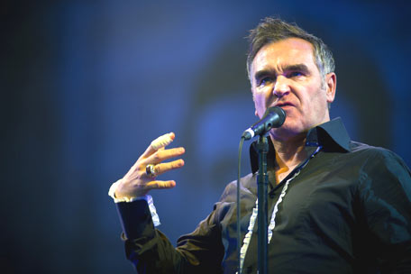 Morrissey postpones tour, takes care of mom