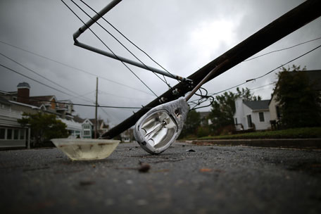 Hurricane Sandy destroys streetlight