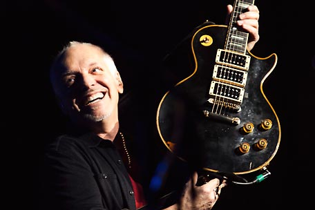 Peter Frampton playing his long-lost guitar