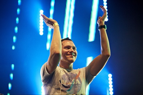 Tiesto discusses Dance Red, AIDS awareness, Obama and loving Sigur Ros