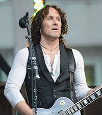 Vivian Campbell files for divorce