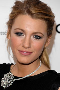 blake lively red dress makeup - photo #14