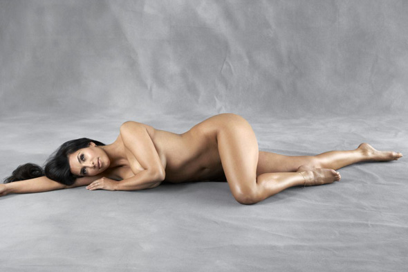 kim kardashian and khloe kissing or naked