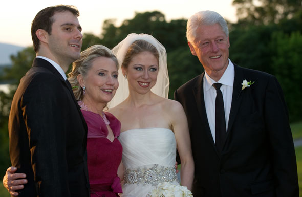 chelsea clinton wedding dress strapless veil marc mezvinsky hillary clinton bill clinton