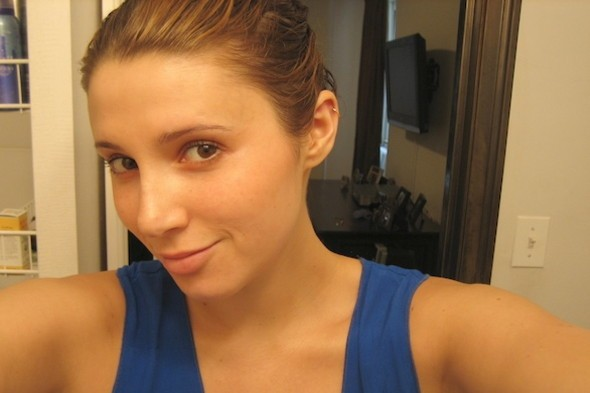 No Makeup Beauty. Alexis Wolfer of The Beauty