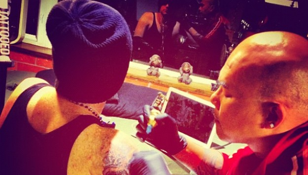 Former American Idol Singer Gets Tatted Up!