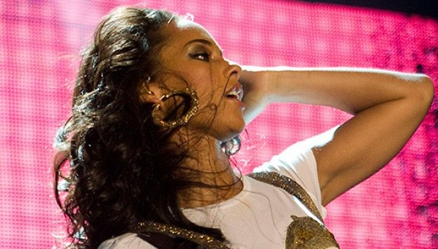 This Girl Is On Fire: The Best of Alicia Keys' Signature On-Stage Ensembles