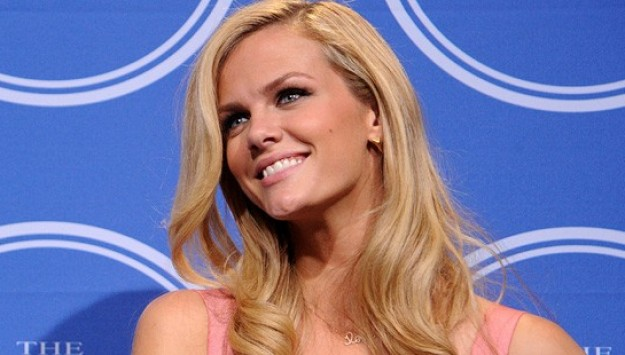 What's Inside Brooklyn Decker's Makeup Bag