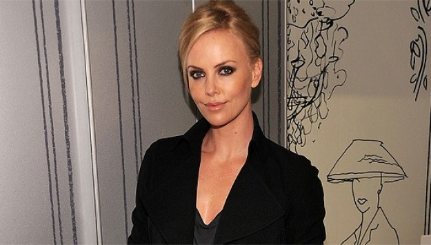 We Break Down Charlize Theron's Polished Glamazon Style