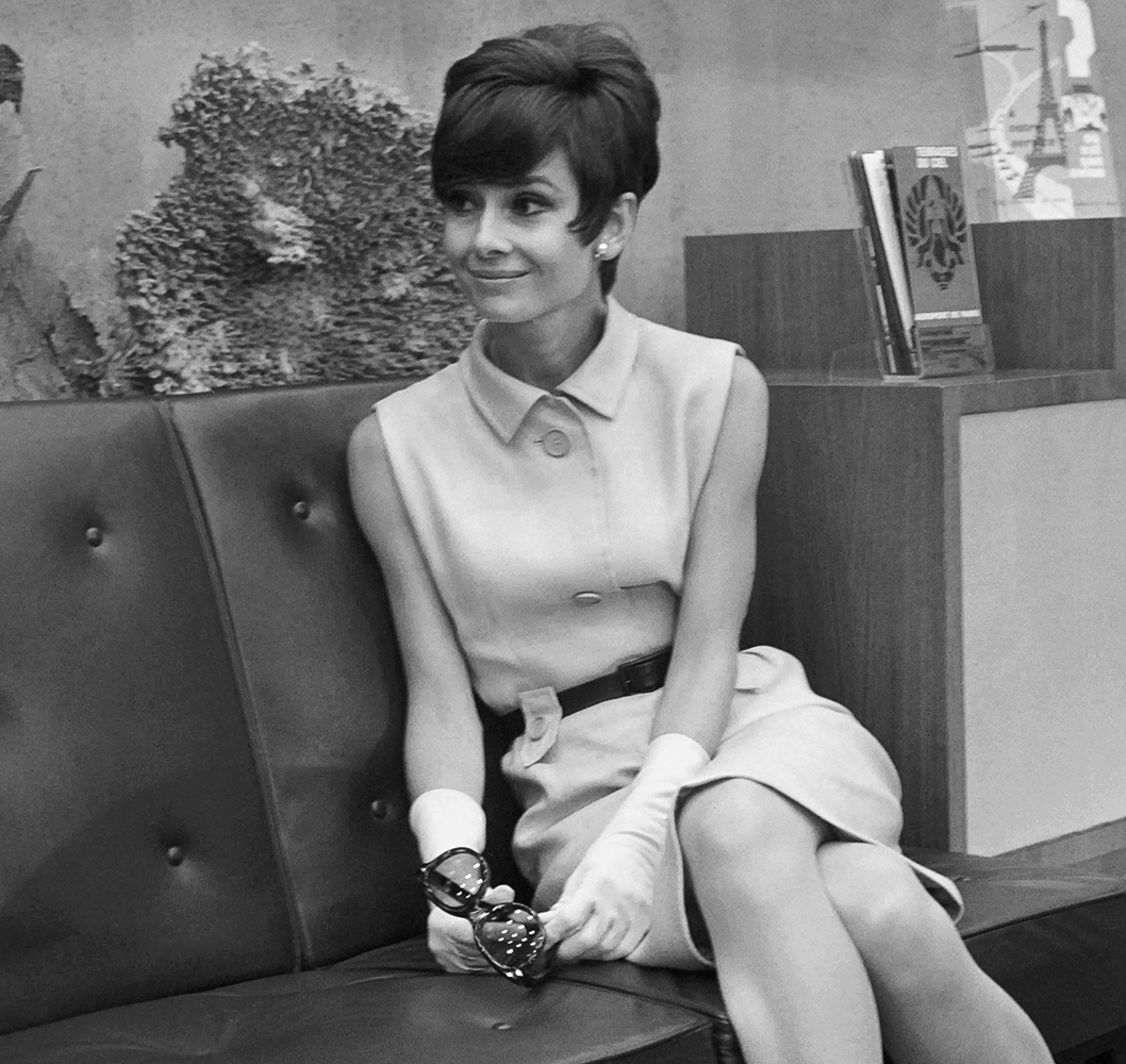 60s Hairstyles With Headbands Iconic 60's hairstyles