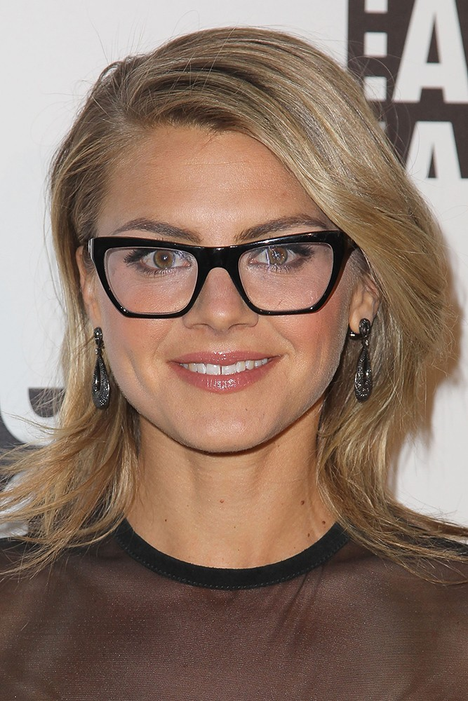 hairstyles for round faces with glasses 8