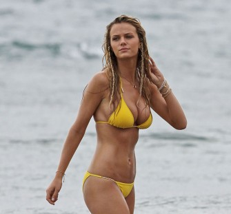The sexiest celebrity beach style for summer seduction