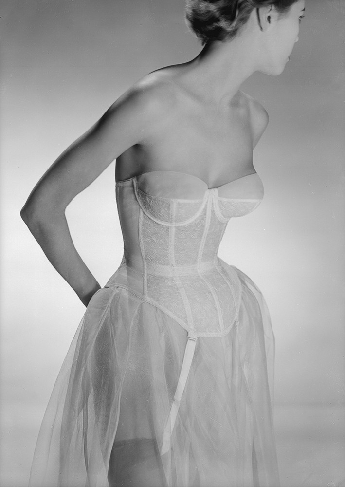 The Story Behind Shapewear: From Girdles to Spanx