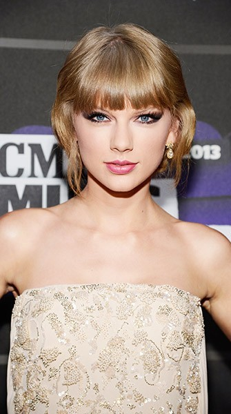 Look of the Week: Taylor Swift at the CMT Awards