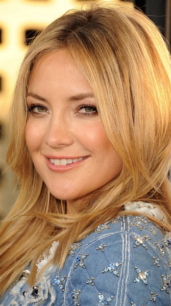Get Kate Hudson's glowy skin and intense smoky eye