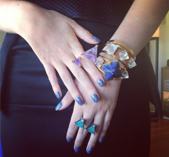 Mani Monday: Bella Thorne's glamorous blue nails -- get her look