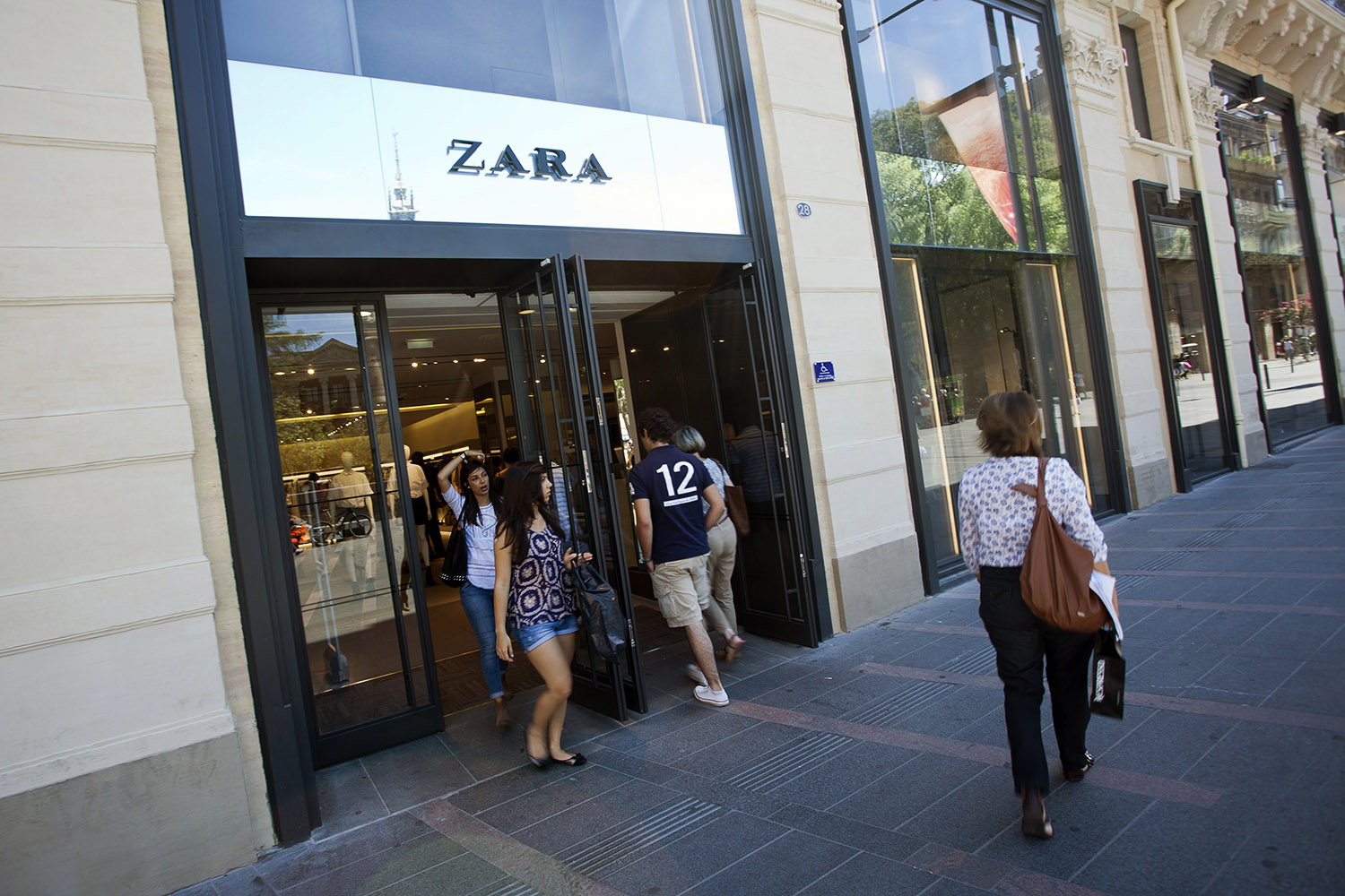 Top 9 at 9: Zara loses its founder, Jen goes back to black and more