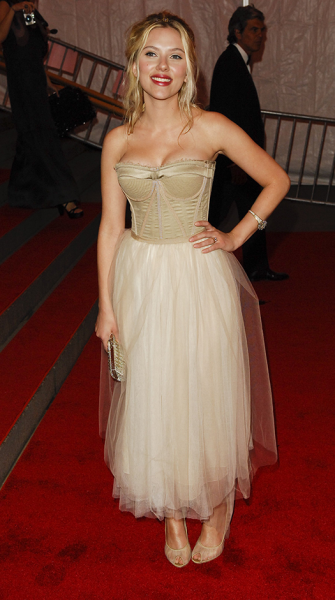 Scarlett Johansson's 10 sexiest looks, in honor of her Esquire win