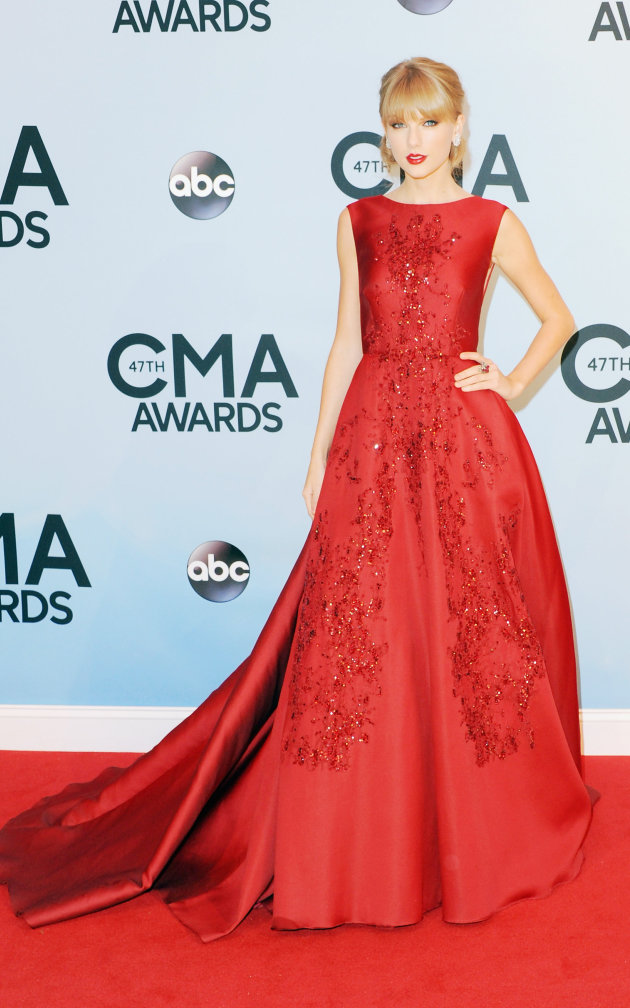 Top 9 at 9: Our favorite looks from the CMAs, an Elie Tahari sale and more
