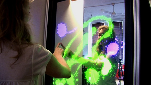 IInteractive Mirror dazzles onlookers, never lies