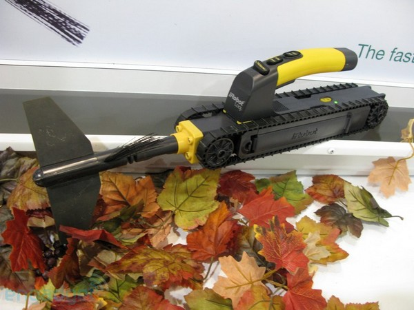 Video: iRobot Looj hands on shows improved leaf carnage