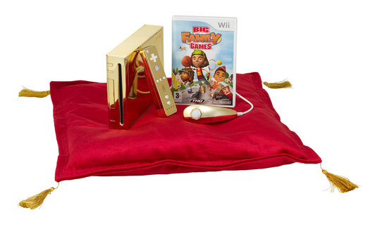 Queen Elizabeth Gets Golden Wii
