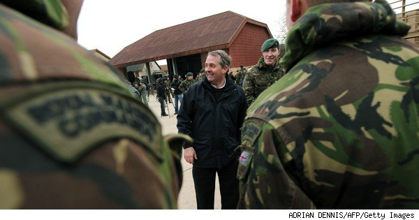 liam fox with british soldiers
