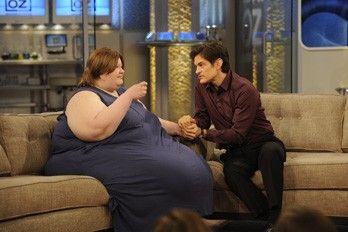 700 Pound Woman http://www.thatsfit.com/2011/03/01/dr-ozs-life-saving-intervention-with-a-700-pound-woman/