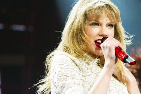 Taylor Swift confirmed to perform CMT Music Awards 2013